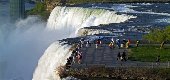 Enjoy The Beauty of Niagara Falls With A Limo Ride There